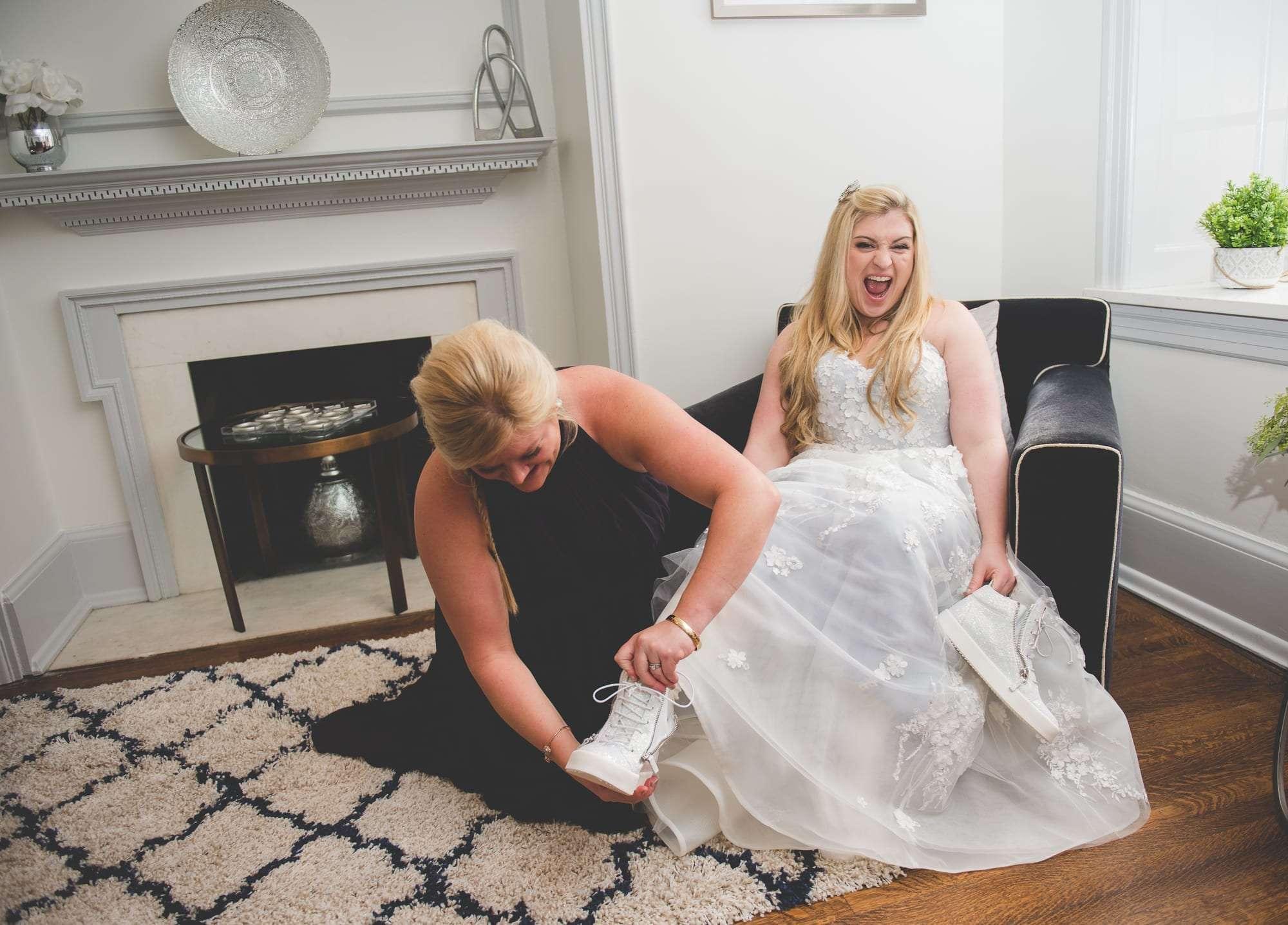 Main line wedding photography at Villanova Inn bride suite