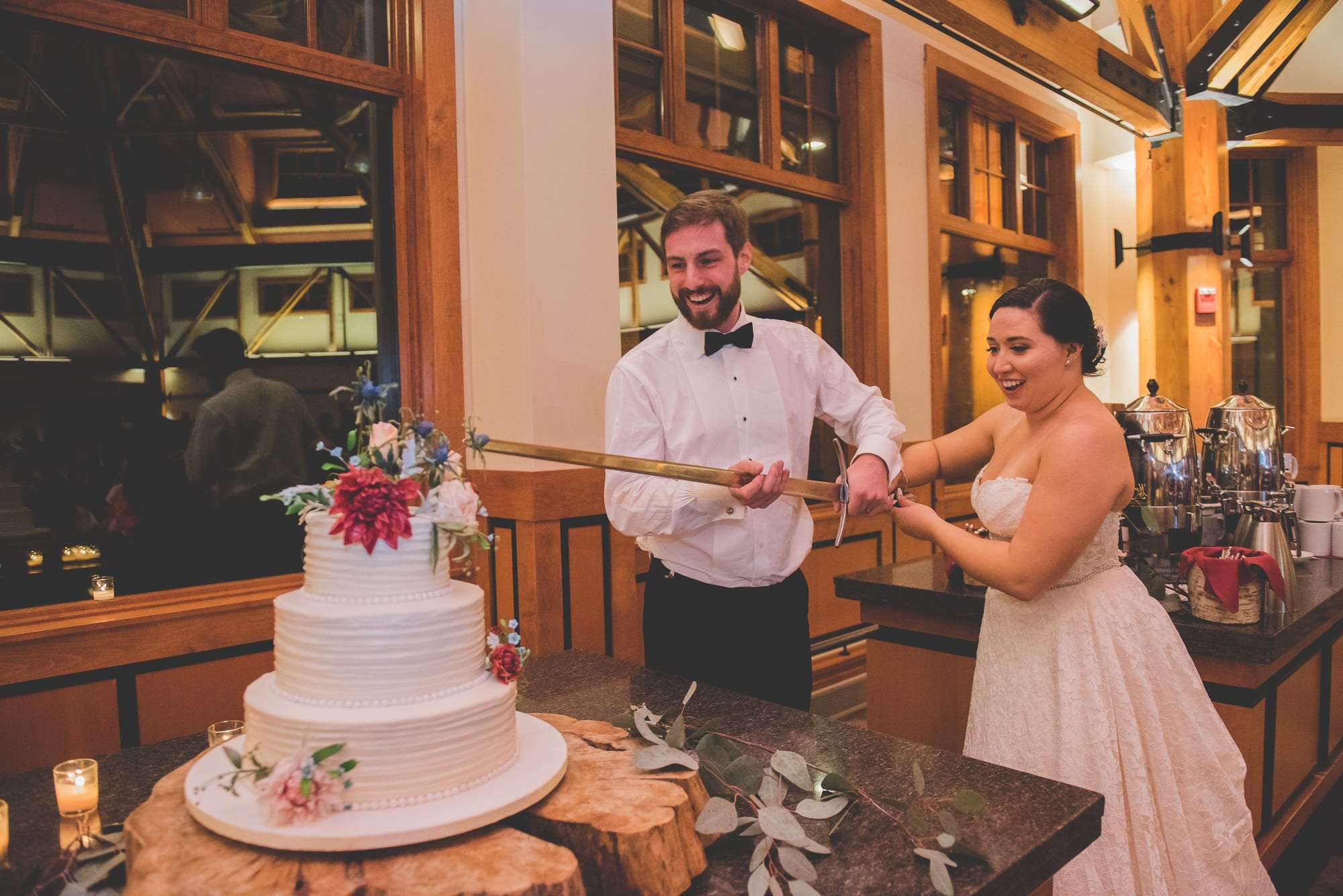 best wedding cake cutting photos