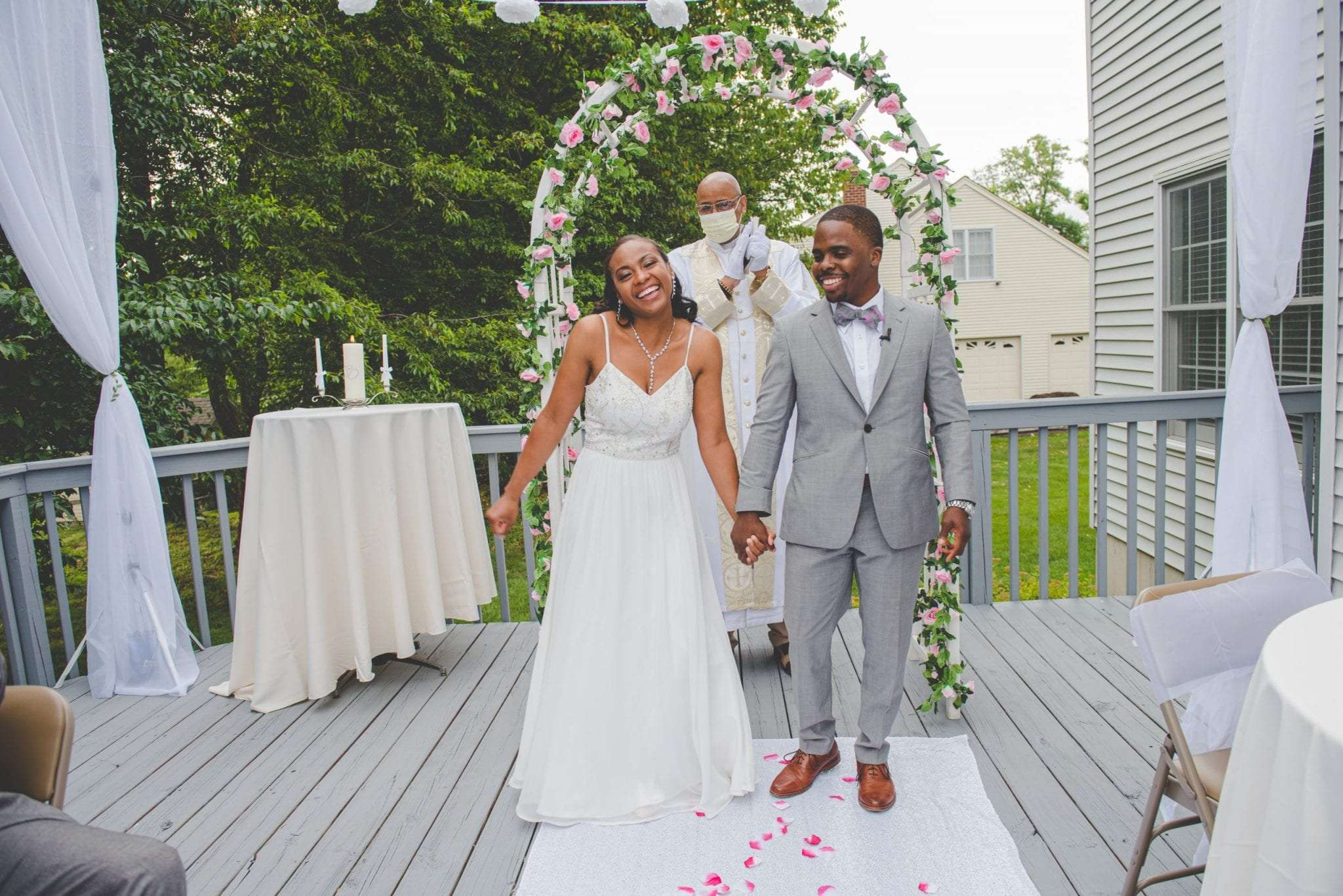 2020's Popular Wedding Trends Micro Weddings backyard elopement philadelphia